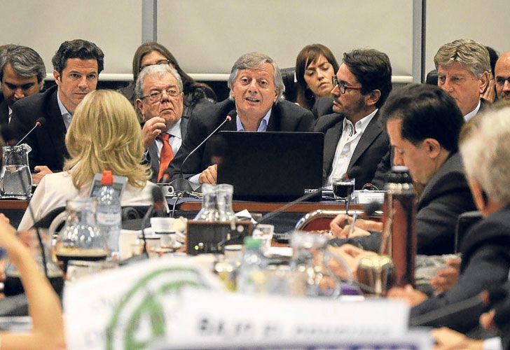 En la mira. Aranguren fue al Congreso el martes y fue criticado por la oposición por el tarifazo.
