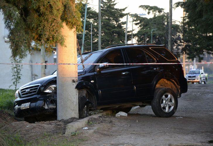 Los cuerpos fueron encontrados en una camioneta Kia incrustada contra un poste de luz en la esquina de las calles 137 y 490.