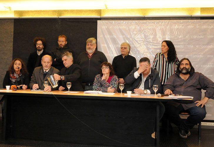 Los siete gremios docentes nacionales ratificaron el paro general para mañana.