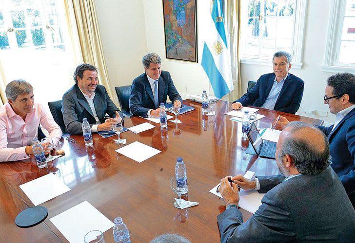 MESA CHICA. Esta semana, Mauricio Macri se reunió con Prat-Gay. En Olivos también estuvo el secretario de Finanzas, Luis Caputo, y el viceministro Pedro Lacoste.