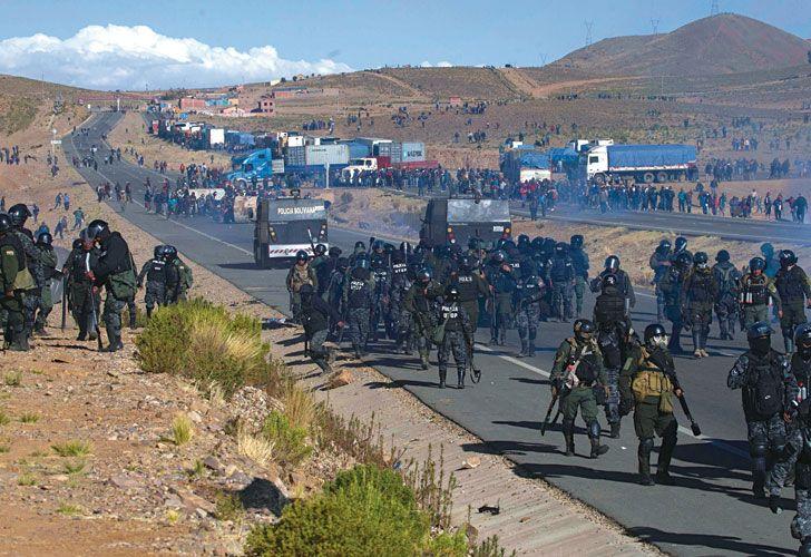 Choques. Los piquetes en las rutas habían comenzado el martes. Los manifestantes acusan a la polícia de haber matado a tres de ellos.