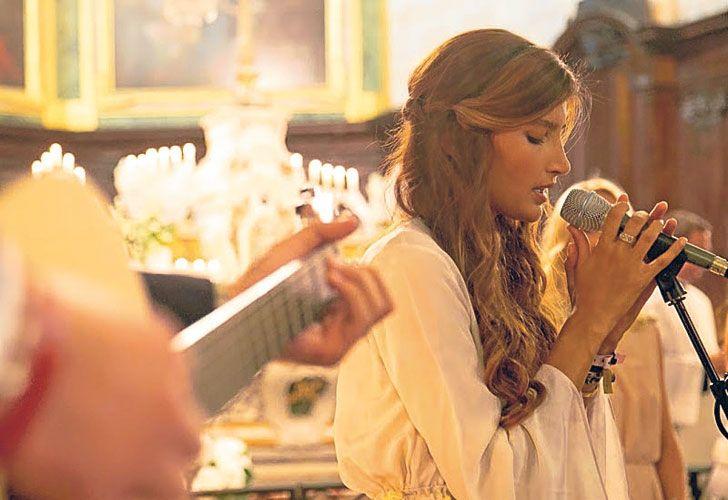 Ella. Charlotte tiene 30 años, veinte menos que Barbier. Trabajó como vendedora de clientes vip  de Prada y Louis Vuitton. Y conoció a Barbier en  Mónaco, donde el ex de Awada vive desde 2014.
