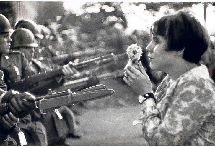 Historia. Arriba, la fotografía que lo hizo famoso, tomada en Washington en 1967.