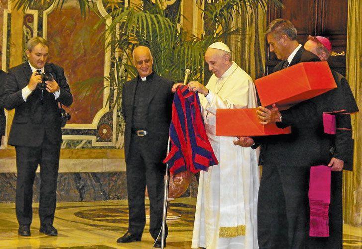Sorpresa. El Pontífice y los colores de San Lorenzo, una vieja pasión que no abandona.