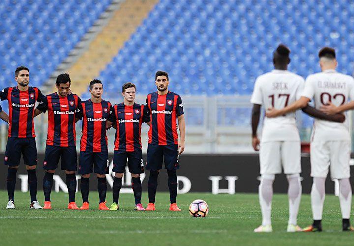 gesto. El partido se disputó en apoyo a las víctimas del terremoto que hace diez días sacudió las ciudades de Perugia, Ascoli y Teramo.
