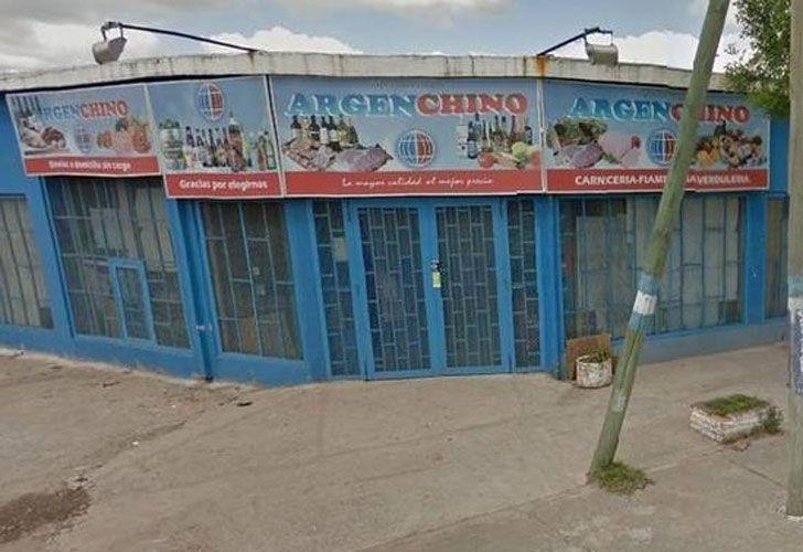 El tiroteo ocurrió durante un asalto en el comercio ubicado entre las calles Hipólito Yrigoyen y Roggero.