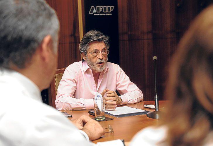 A CARGO. El titular de la AFIP, Alberto Abad, comanda los controles del flamante sistema.