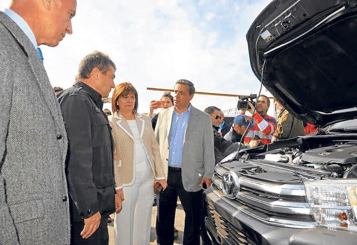 Distanciados. La ministra estuvo ayer en Mar del Plata por un megaoperativo antidrogas. Antes, disparó contra el ex funcionario.
