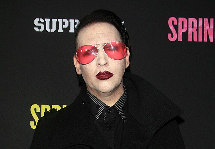 Único. Marilyn Manson exigió un camarín pintado de negro con aire acondicionado que esté fijo en 17 grados, además de tres heladeras diferentes.