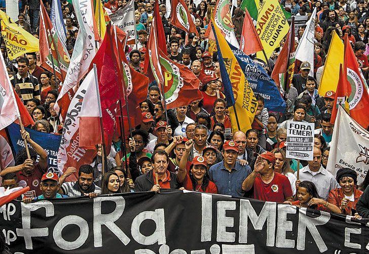 presion. Aunque las manifestaciones contra el gobierno aún no son masivas, componen un clima de tensión política que puede condicionar el programa de reformas del Ejecutivo.