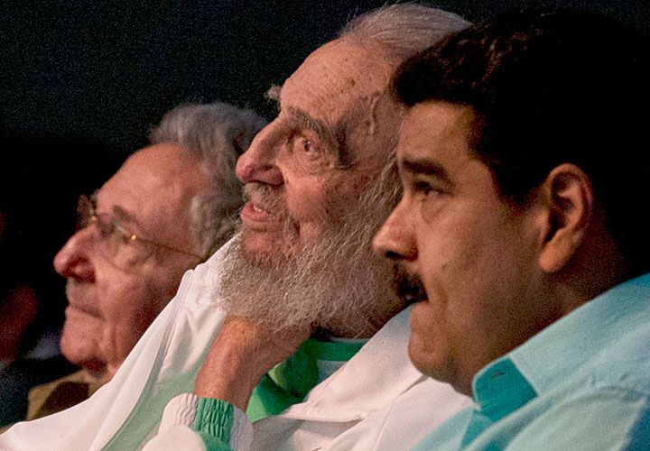 Buenas y malas. Maduro visitó a Castro en su reciente cumpleaños. La isla corre el riesgo de una crisis energética por la crisis de su aliado.