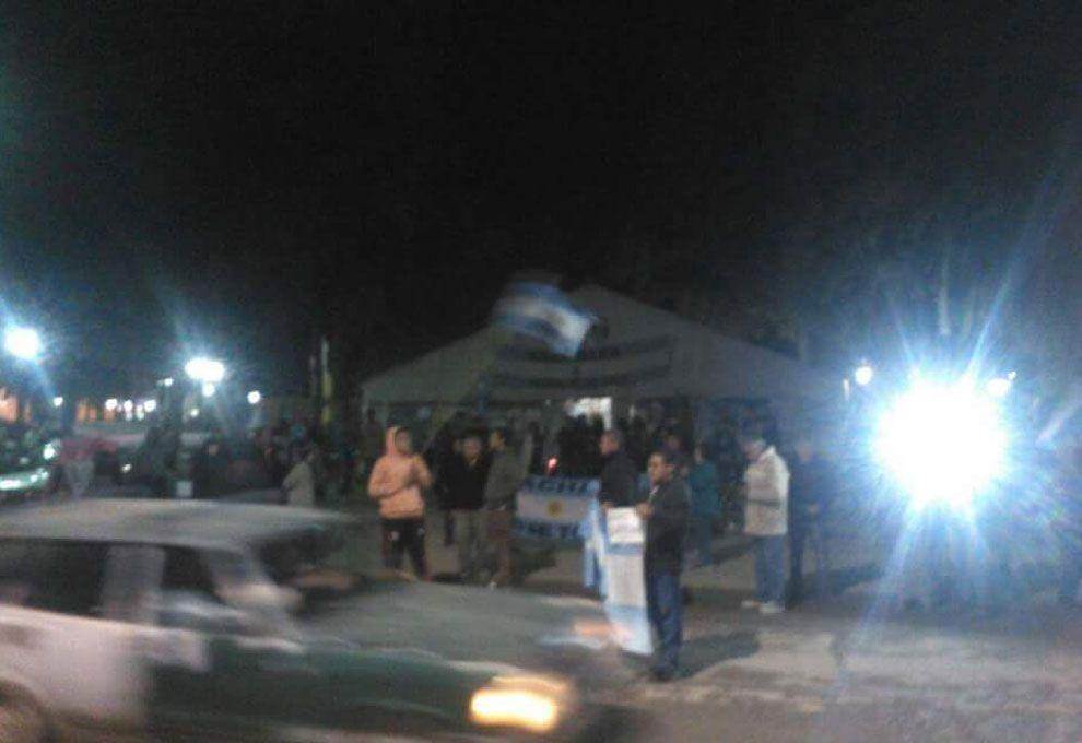 Vecinos de Jáchal protestaron tras confirmarse el nuevo derrame.