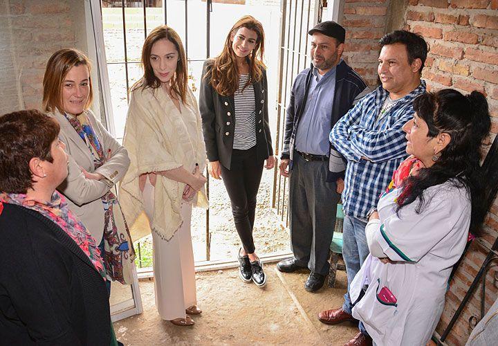 Juntas. La primera dama se sumó ayer a una recorrida de Vidal y visitaron un comedor en Quilmes.