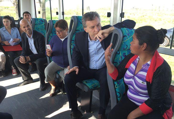 Macri en el colectivo 520 en Pilar.