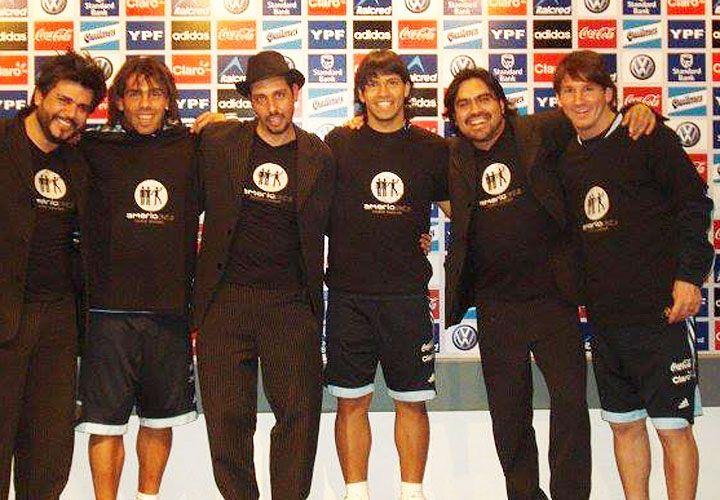 Equipo. Maciel, Sosa y Domínguez con Tevez, Messi y Agüero, en Brasil 2014.