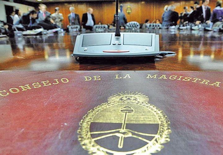 Consejo de la magistratura. Su rol es disciplinario y acuasatorio. A lo largo del tiempo, realizó 18 destituciones y 6 absoluciones en los casos en los que intervino.