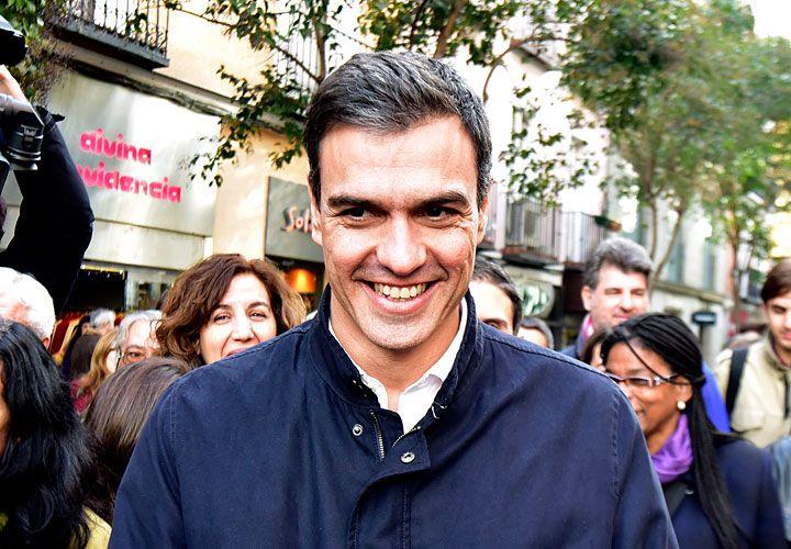 """ALIANZAS. Pedro Sánchez afirmó que no se """"doblegará"""" ante el pedido del presidente Rajoy y pidió ayuda a Iglesias."""