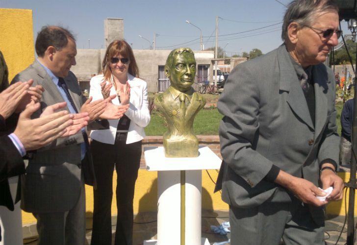 El busto de Macri en Córdoba