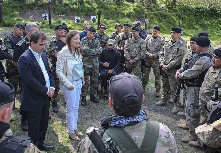 Encuentro. El miércoles último, la gobernadora y el ministro Ritondo visitaron a uno de los comandos del grupo.