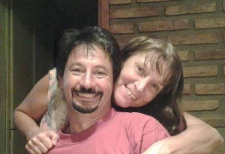 La mujer asesinada, Miriam Coppolillo, junto a su esposo, Claudio Cruzans. Tienen dos hijas.