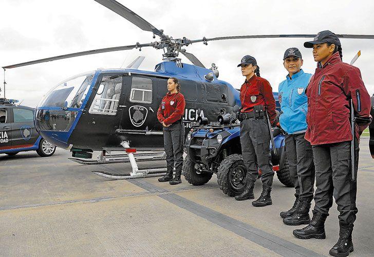 Cambios. Pantalones y botas negras, camperas y camisas bordó, y chalecos turquesa para 23 mil efectivos. Hay nuevo logo y colores para los patrulleros.