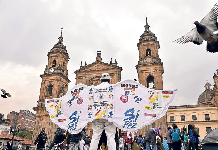 """Clamor. En Bogotá, los partidarios del """"Sí"""" volvieron a copar ayer las calles para pedir por la paz."""