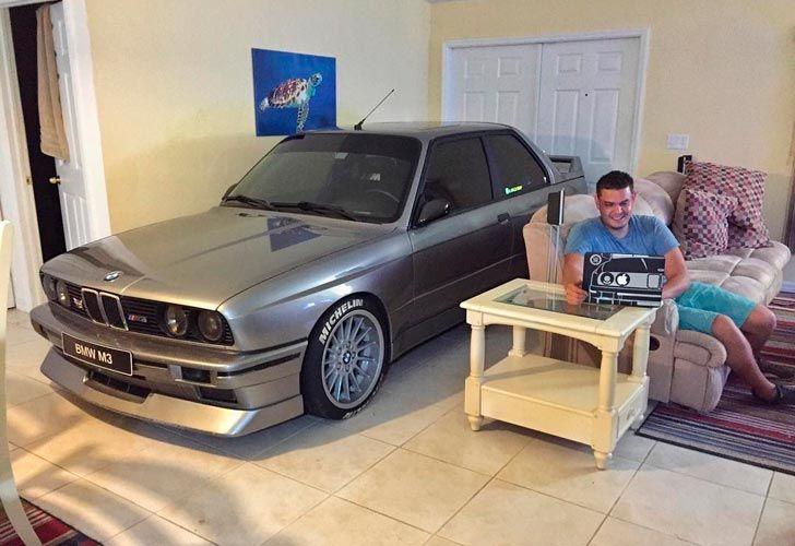 BMW en el living