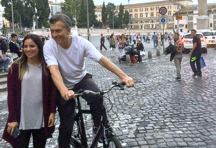 Macri en bici en Roma