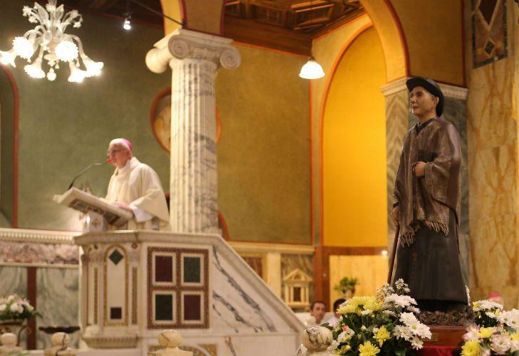 Celebración de la misa de vigilia en la Iglesia Santa Maria Dolorata de la ciudad de Roma, en vísperas de la canonización del