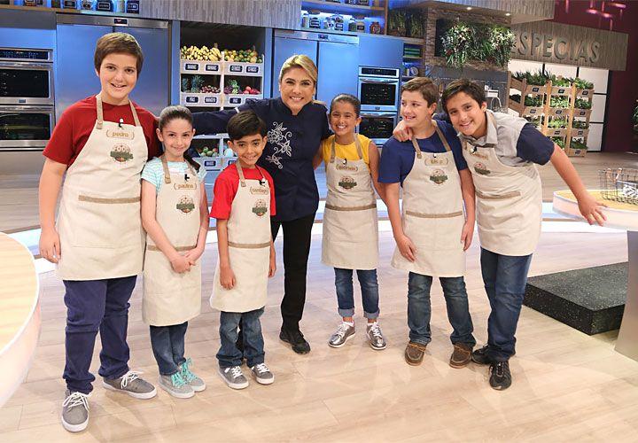 Equipo. La chef Lorena García, rodeada de participantes de Food Hunters. El premio es un viaje al Hotel Nickelodeon de Punta Cana.