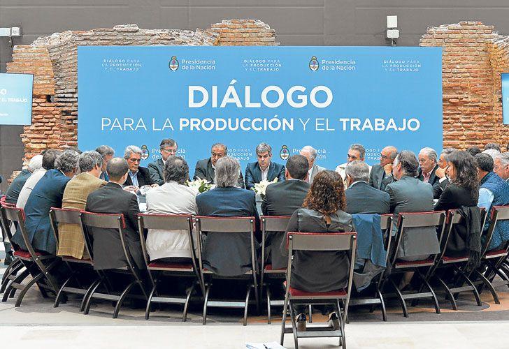 MESA REDONDA. Empresarios, funcionarios y sindicalistas compartieron el miércoles la primera reunión de diálogo. Habría otras en noviembre y diciembre.