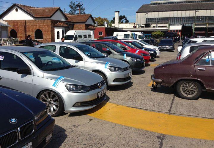 garaje. Entre los 15 vehículos secuestrados en los operativos contra la organización, sobresalen modelos BMW, VW y camionetas EcoSport.
