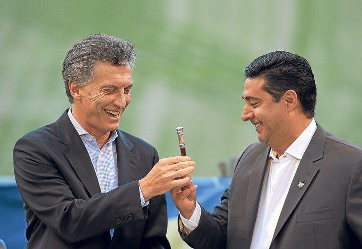 Amigos. Angelici, sucesor de Macri en Boca Juniors, es el hombre de confianza del Presidente en el mundo del fútbol. Pero su ámbito de influencia se extendió a áreas como la Justicia.