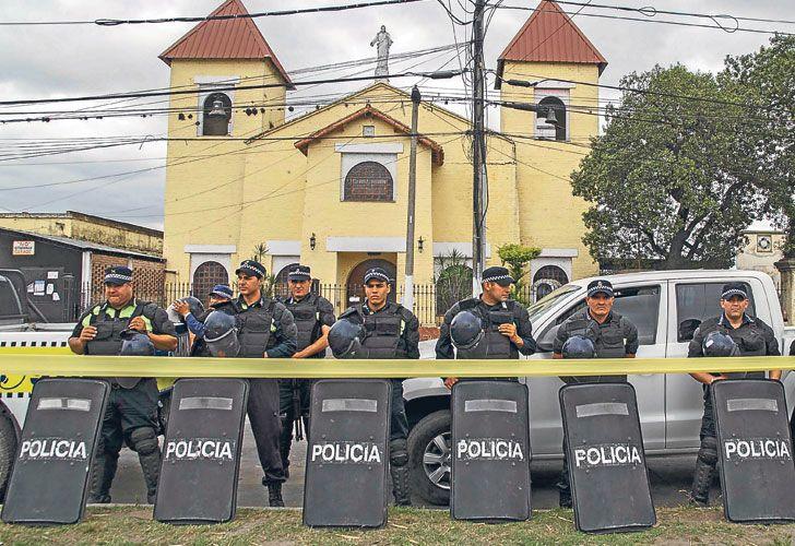 PERICIAS. Juan Viroche fue hallado sin vida el 5 de octubre en la iglesia Nuestra Señora del Valle de La Florida. Todavía no está claro si se suicidó o lo mataron. El fiscal del caso aguarda estudios genéticos claves.