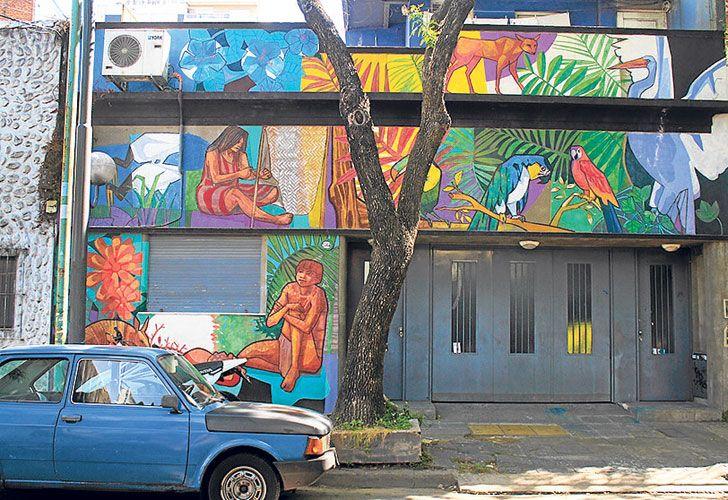 Arte callejero. Las fachadas de las casas y algunos portones de la zona de Bajo Belgrano explotan de color gracias a la intervención de los artistas argentinos del grupo Estilo Libre.