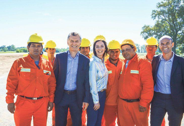 Obras. Ayer, la gobernadora participó de un acto junto al presidente Macri y al ministro Dietrich.