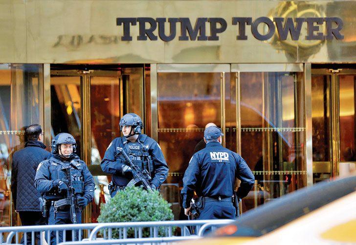 Custodia. Tropas especiales fueron desplegadas para proteger el emblemático edificio de Manhattan.