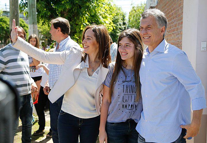 Instantáneas. Macri junto a Vidal en Suipacha. Marcos Peña en Merlo. Melconian en Ituzaingó. Michetti y el intendente Diego Valenzuela en Tres de Febrero.