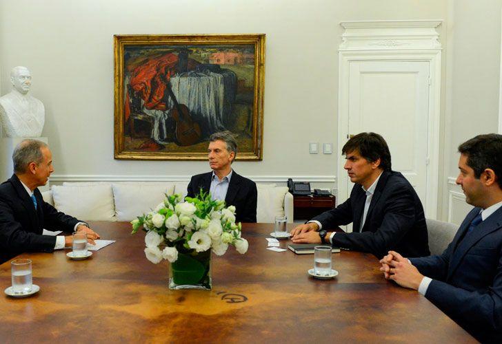 Macri y Reyser con directivos de Pfizer.