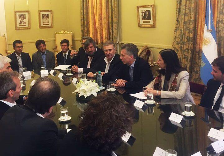 Reunión tras reunion. Aguad, De Godoy y Macri con directivos de las empresas, antes de un viaje a Estados Unidos que varios de ellos compartieron.