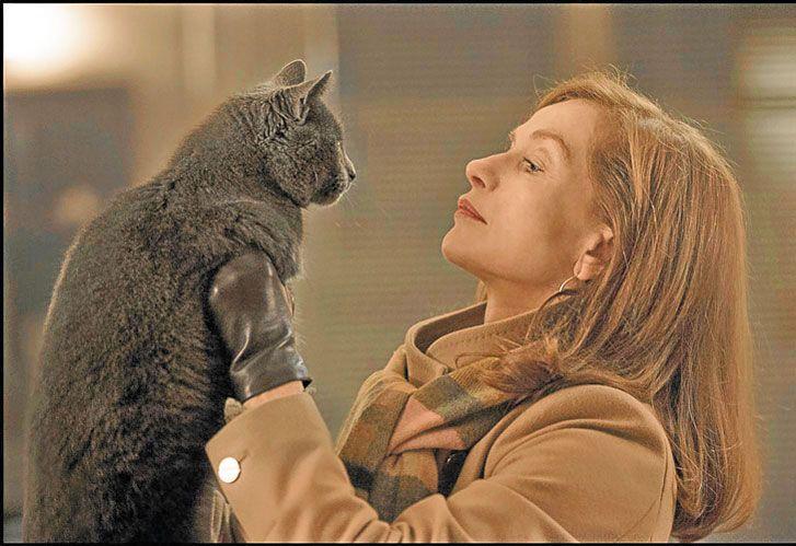 Ahora. En la película Elle, dirigida por Paul Verhoeven (centro), compone a una mujer que fue violada pero que no se muestra como víctima ni como vengadora.