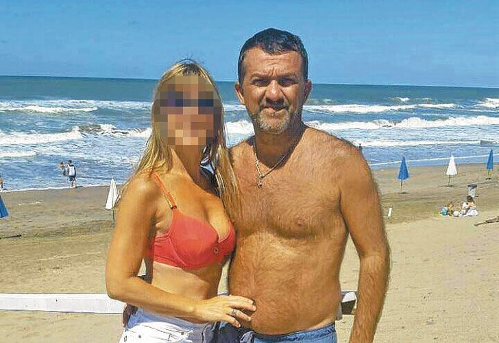 Amor y trabajo. Rende ingresó a Migraciones hace 25 años. Allí también están su esposa y una de sus hijas.