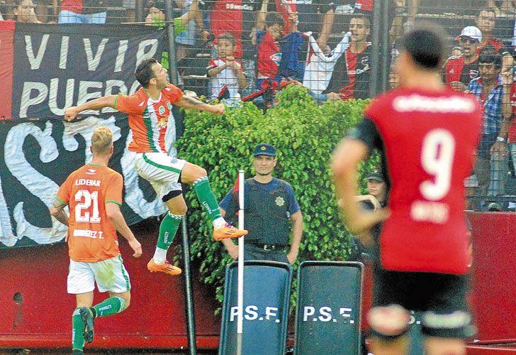Canto volver. Con dos goles, Bertolo silenció todo el Parque Independencia. Fue su mejor partido desde su regreso de River.
