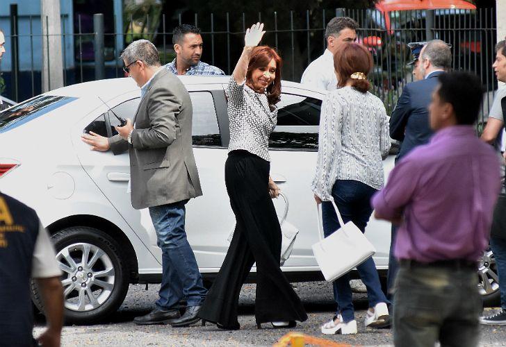 Cristina Kirchner, al ingresar a Tribunales.