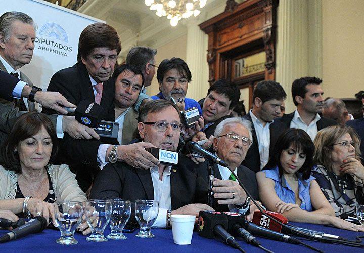 rejunte. La oposición presenta su proyecto unificado de cambios en Ganancias. Falta Massa.