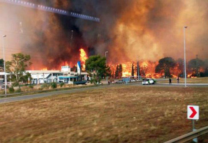 Impactantes imágenes del incendio en la Costa Argentina.