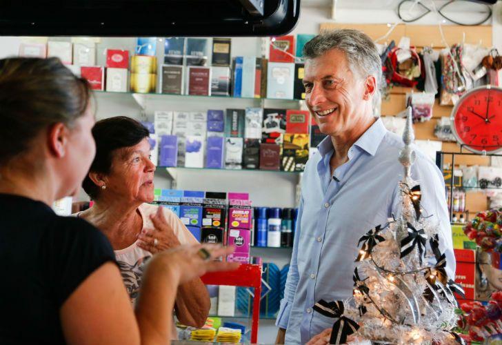 El Presidente visitó la localidad entrerriana de Larroque durante el último timbreo de 2016.