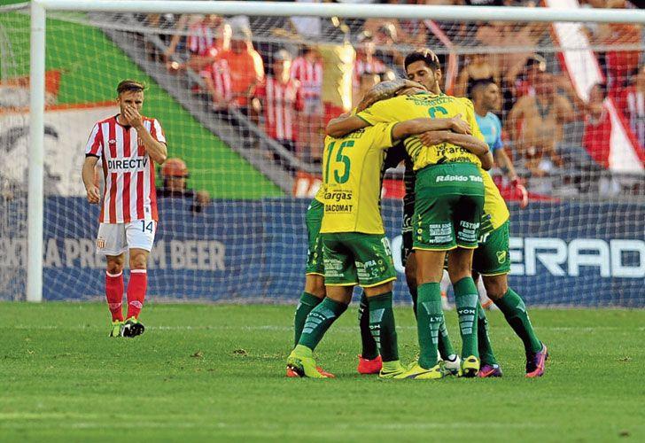 Al menton. Defensa festeja. Desde que asumió Sebastián Beccacece como técnico, el equipo ganó tres partidos y perdió uno.
