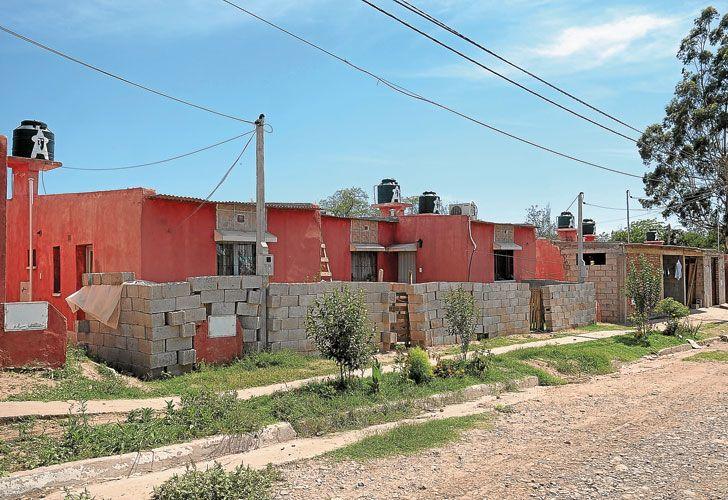 Barrios. En Perico, en las afueras de San Salvador, conviven las casas que construyó la Tupac y las que levanta el gobierno actual.