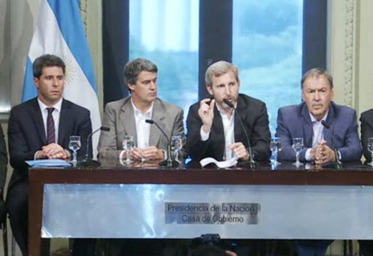 Frigerio y Prat-Gay brindan una conferencia de prensa por Ganancias